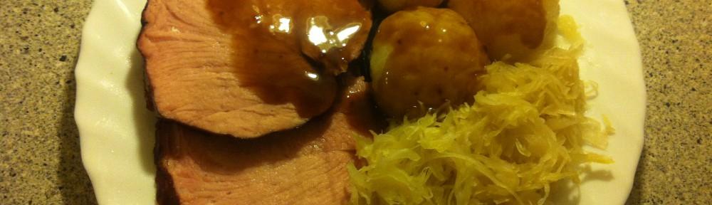 Kassler Im Backofen Mit Sauerkraut Knödel Und Braune Sauce Kochen